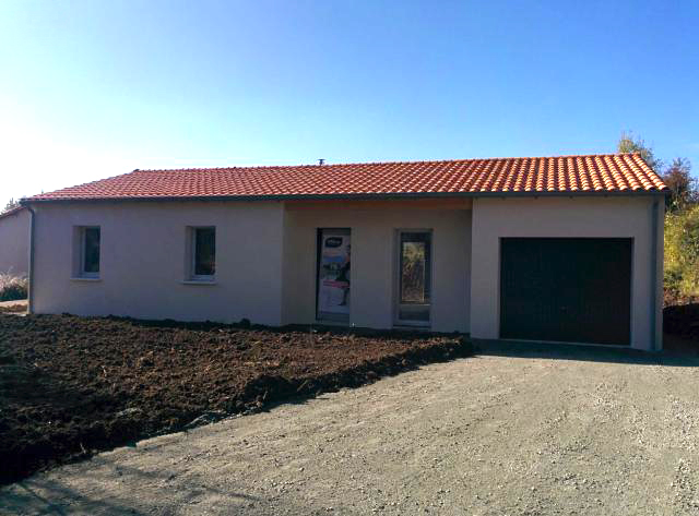 Villa neuve de plain pied en construction proximit de for Extension maison pas chere