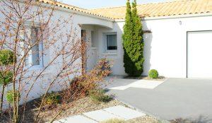 maison individuelle,entrée,et aménagement de jardin