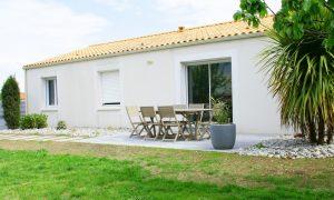 aménagement extérieur de terrasse,salon de jardin,et maison